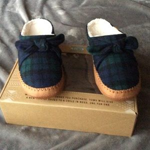NIB Toms Ivy Ornamented Slippers